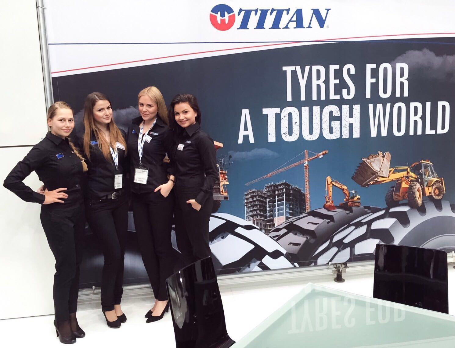 Exhibition Girls at Automechanika